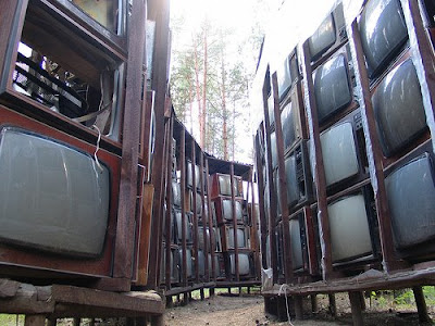 Worlds Largest Sculpture Made of TV Sets - LNK Infotree (4) 4