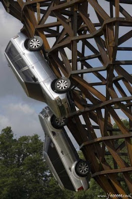 Land Rover Scales New Heights - Sculpture (7) 4