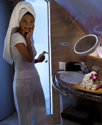 Fly and Shower on Emirates' A380s (2) 1