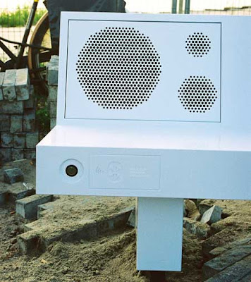 Boombench - Bench That Plays Music from Mobile Phones via Bluetooth (4) 3