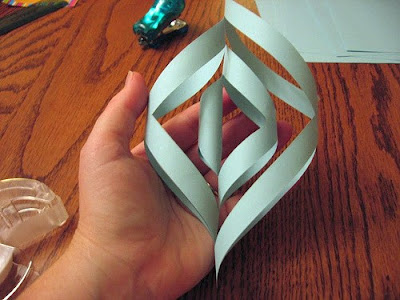 Make Three-Dimensional Snowflakes With Paper (7) 6