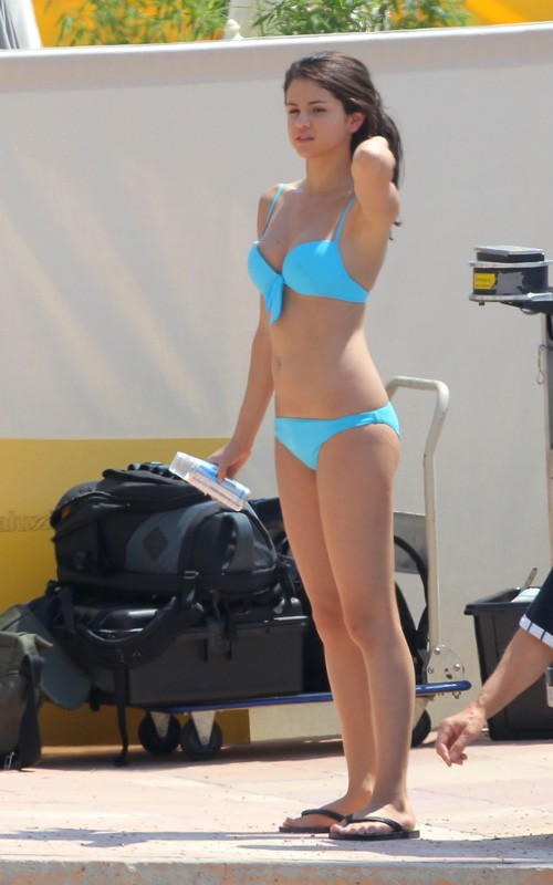 selena gomez and demi lovato bikini. selena gomez monte carlo