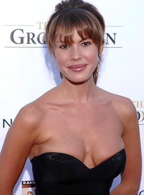Nikki Cox