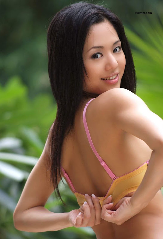 ASIAN WOMEN SINGLES PHOTO