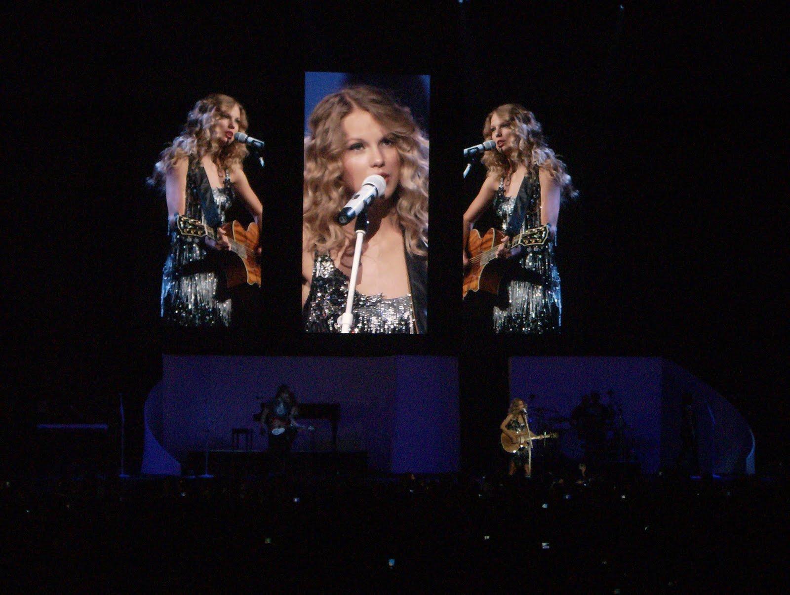 http://4.bp.blogspot.com/_Nuta_CQvImI/THnWr59F8QI/AAAAAAAAC2w/X93kRls5cvI/s1600/Taylor-Swift-performing,-Philadelphia,-Fearless-tour,-2009.JPG