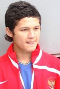 pemain sepakbola Syamsir Alam