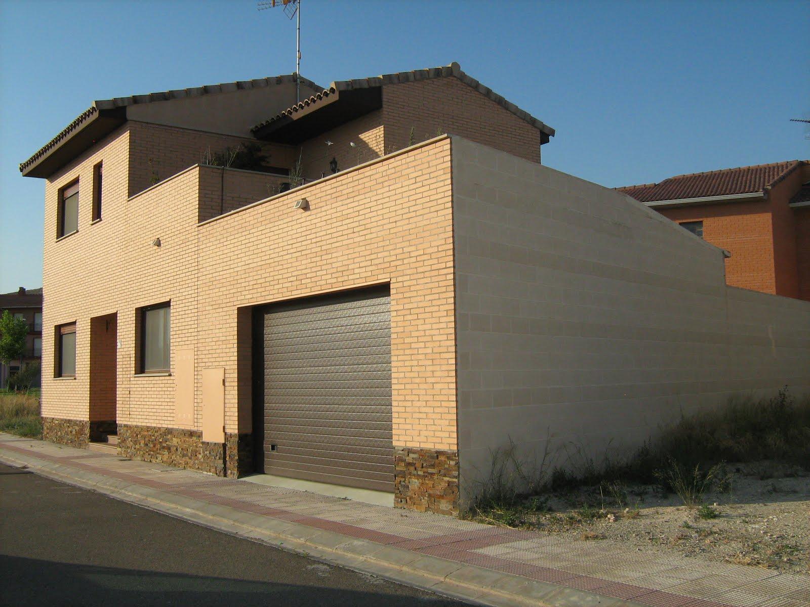 Fachadas Con Zocalo De Piedra Free Amazing Casa De Madera Casas