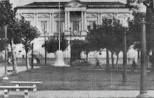 Plaza Mitre con frente Palacio Municipal