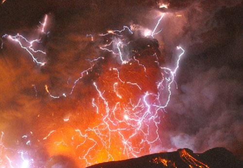 会説一口流利的漢語: 火山や雷の不思議一瞬間 会説一口流利的漢語  会説一口流利的漢語