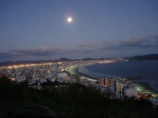 Santos de dia ou de noite, muito linda!