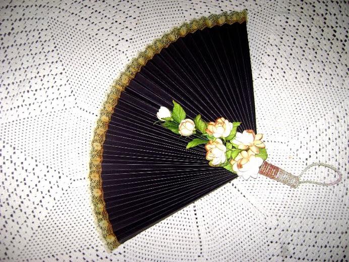 Léque com aplique em flores de E.V.A