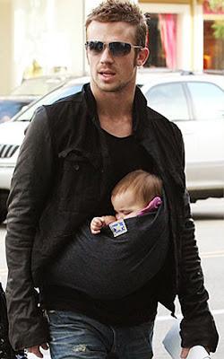 Δεν είναι καταπληκτικός με την κόρη του;