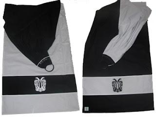 Αυτός ο διπλής όψης μάρσιπος αγκαλιάς φτιάχτηκε για έναν μπαμπά απ' τη Θεσσαλονίκη που είναι, φυσικά, οπαδός του ΠΑΟΚ!