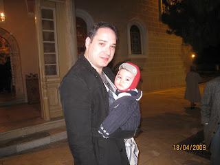 Μπαμπάς και γιος σε εκδρομή στη Σύρο, για το Πάσχα.