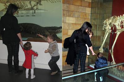Από ψηλά, βλέπει καλύτερα, ακόμα και η μικρή στο μουσείο!