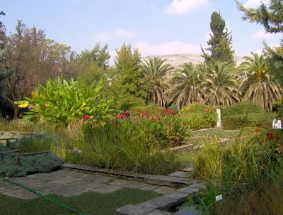 Ελάτε για μια βόλτα στο Βοτανικό Κήπο, να περπατήσουμε με τα μωρά μας στο μάρσιπο!