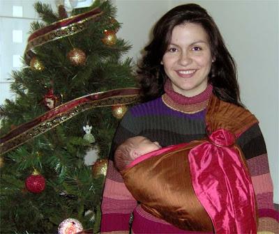 Με τη μεγάλη μου κόρη, πριν ακόμα σαραντίσει, σε ring sling, πριν από 3 χρόνια
