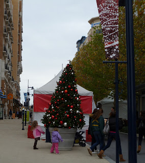 outdoor holiday market at National Harbor