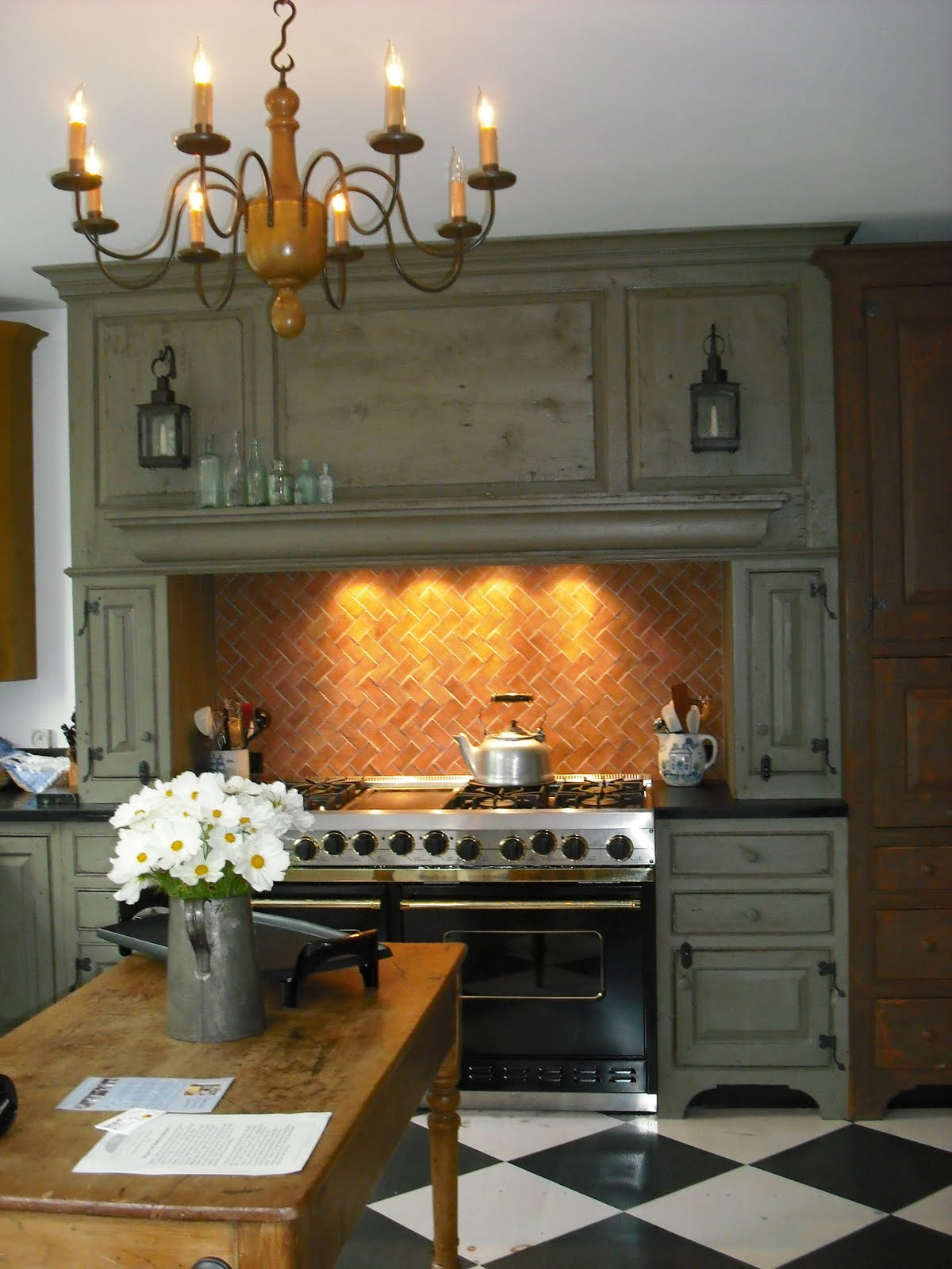 Timeless kitchen cabinetry nantucket kitchen for Nantucket style kitchen