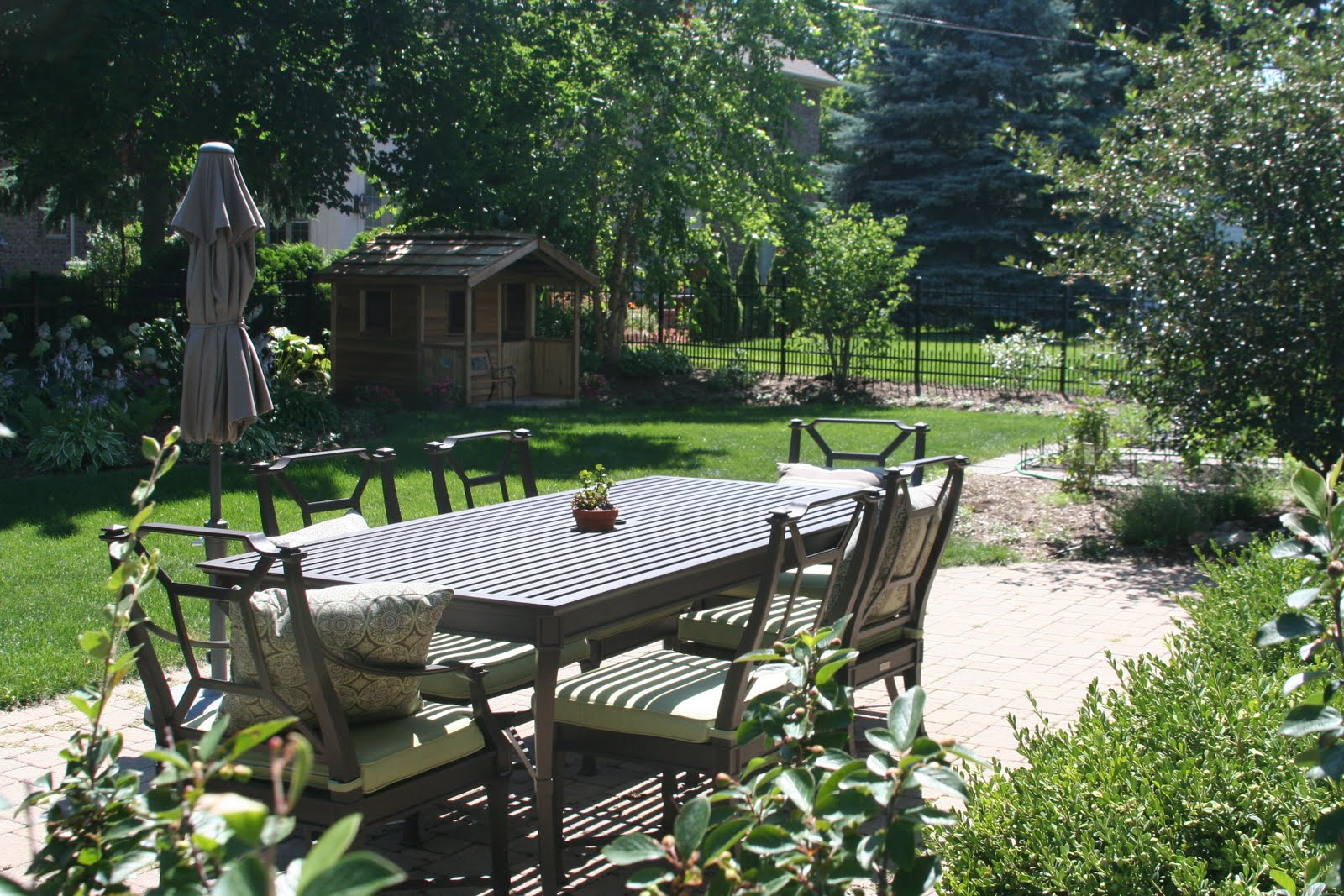 Suburban Backyard Landscaping : Liquid Triangle Naturally Inspired Suburban Backyard Garden