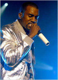 KanyeWestJuly07 Kanye West Breaks Down On Stage