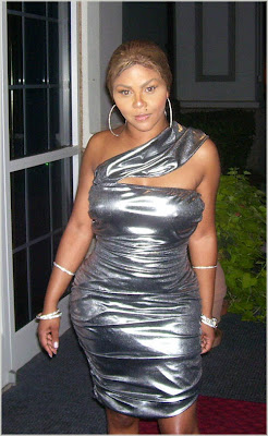 Lil' Kim Looking...(Again)