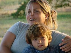 Santi con mamá...
