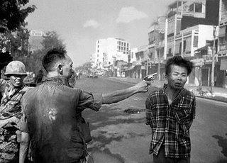 صور الأحداث التاريخية التي تغير العالم Vietnamshooting