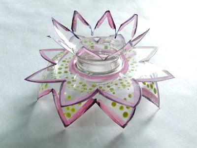 Flor realizada con botellas de plástico