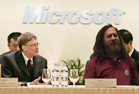 Gates y Stallman en la rueda de prensa