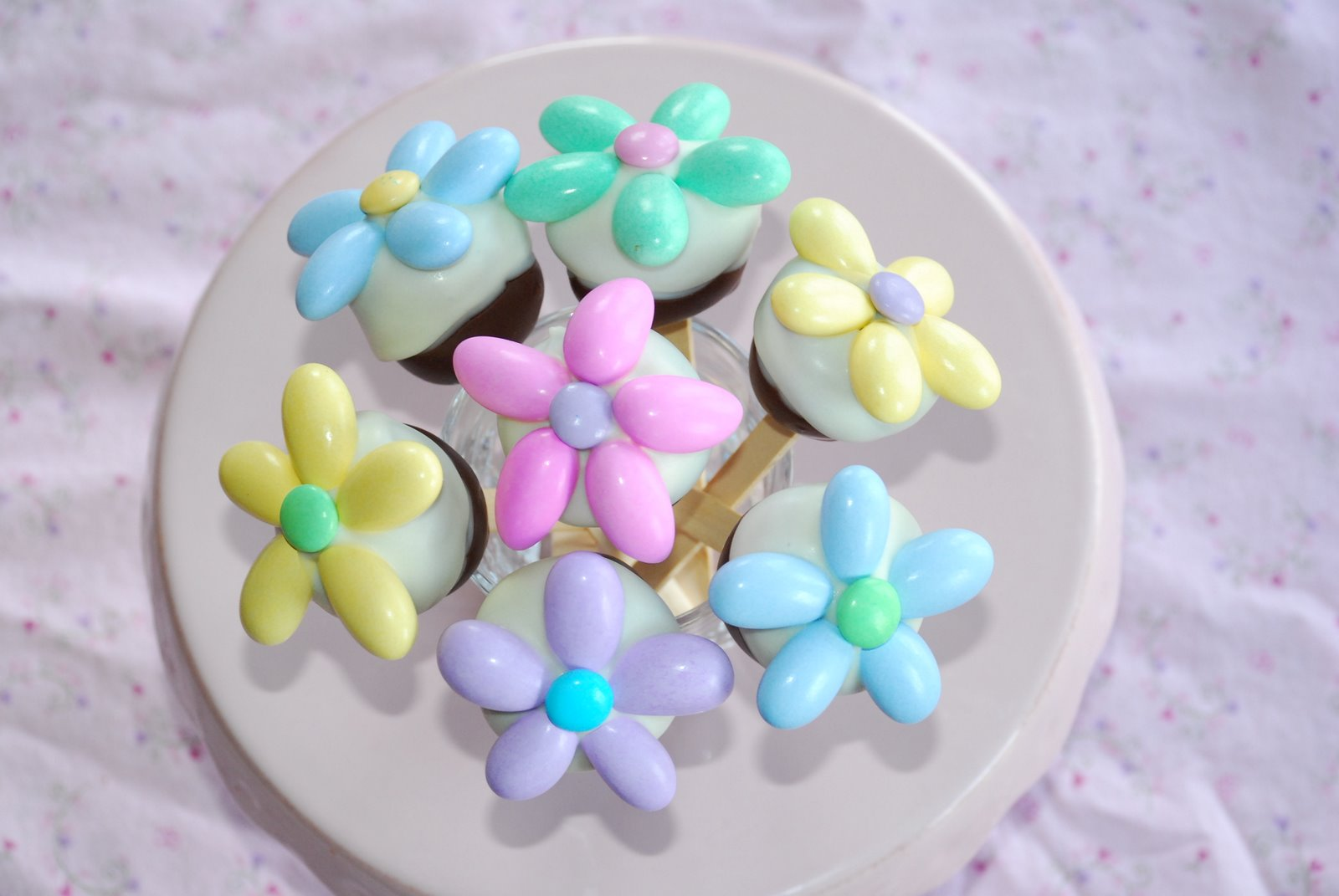 Flower Cake Balls : Zoey s Delights: Flower Cake Pops