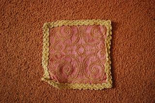 de alfombras para mis casas de muecas las ovaladas me parecen ideales para salones y comedores las alargadas las puedo utilizar para las escaleras