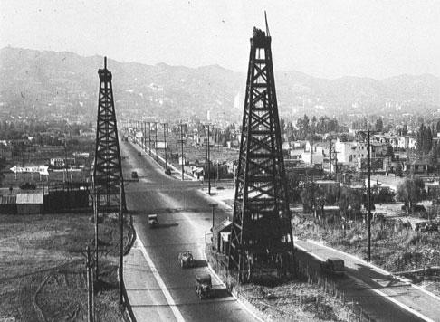 Torre de perforación petrolífera en California
