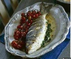 Peixe assado à moda Taratur com molho de tahini