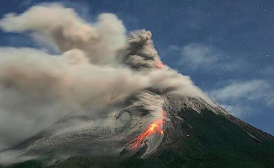 Gambar foto gunung merapi sebelum dan sesudah meletus