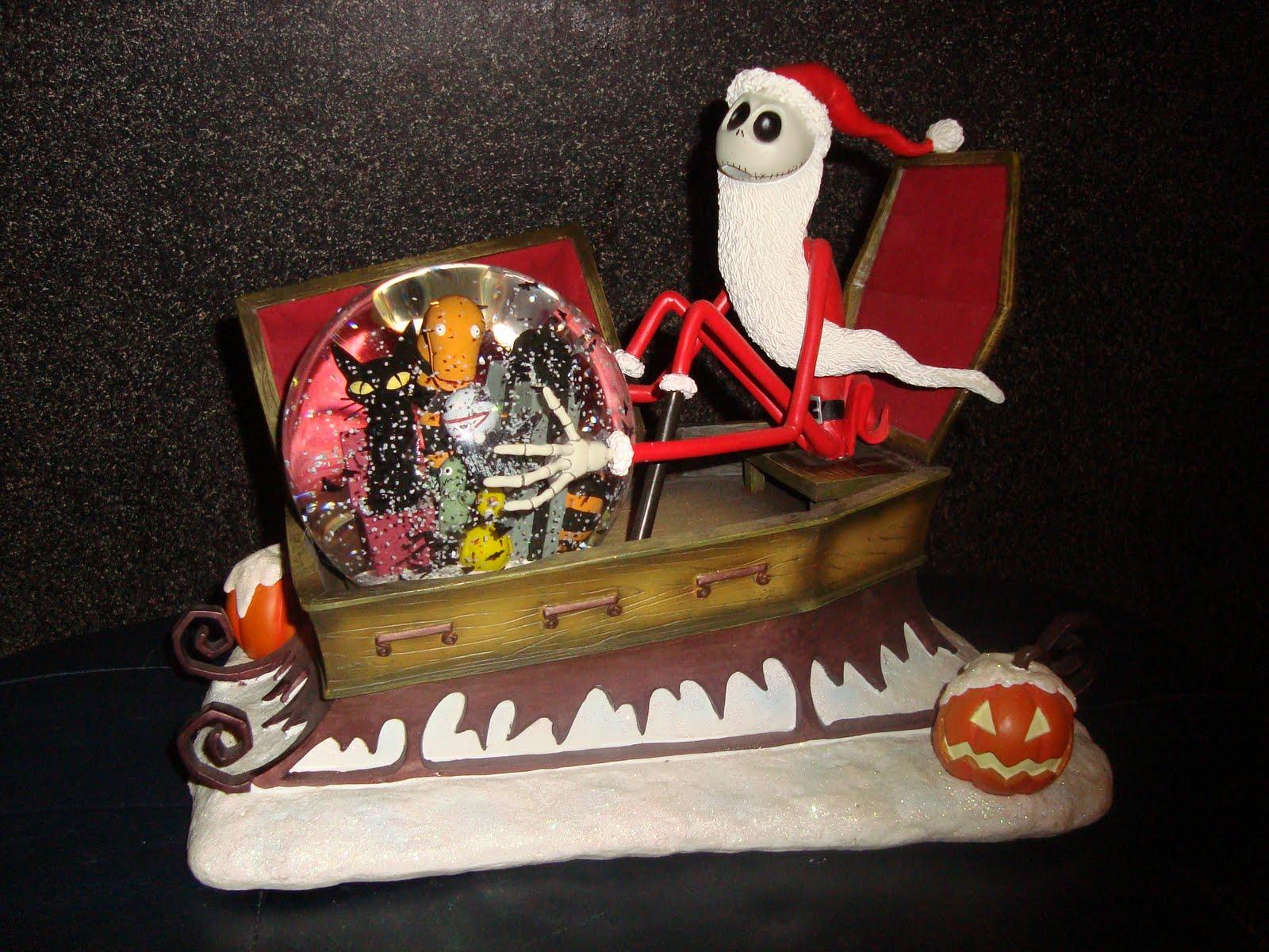 Disney Pixar Fanatics: Nightmare Before Christmas Snowglobes
