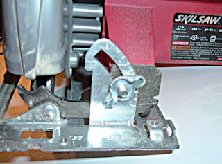 Duae manus tool review skilsaw 7 14 circular saw model 5400 changing blades is also simple there is no spindle lock on this model so you must use a block of scrap wood to act as a brake for the blade greentooth Image collections