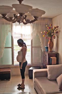 לינור בדירה השכורה שלה. באוגוסט, חודשיים אחרי הלידה, ייגמר החוזה והיא תיאלץ לצאת