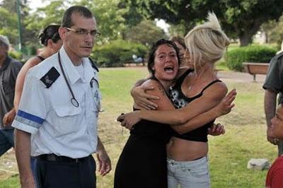 דמעות וזעקות שבר בגן התקווה - יצאו מהבית, פונו מהגן (צילום: ירון ברנר)