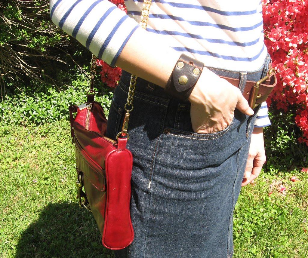 http://4.bp.blogspot.com/_OGhNbxire5U/S837Ug1qzPI/AAAAAAAACeE/QTofmsrwPHI/s1600/fisticuffs+cuff.jpg
