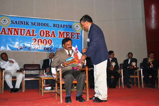 4.Ajeet Major General VS Soman Goudar, UYSM, AVSM, VSM,felicitating Dr G B Shivamurthy