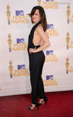 MTV  Movie Awards 2010 - Página 7 Gallery_main-elizabeth-reaser-mtv-movie-awards-photos-06062010-03