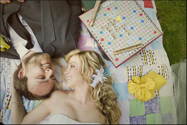boda con piezas scrabble