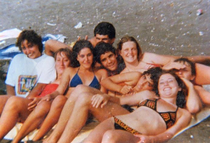 Per i vecchi amici procidani....qui avevamo solo 16 anni...Signore che meraviglia l'adolescenza!!!!