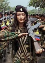 Guerrilheira das Forças Armadas Revolucionárias da Colômbia - Exército do Povo (FARC-EP)