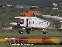 Helicópetro venezuelano, com o símbolo da Cruz Vemelha, chega na Venezuela