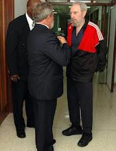 Presidente Lula visita Fidel e aproveita para firmar convênios de cooperação entre os dois países