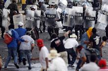 Povo nas ruas contra a ditadura do golpista Roberto Miqueletti