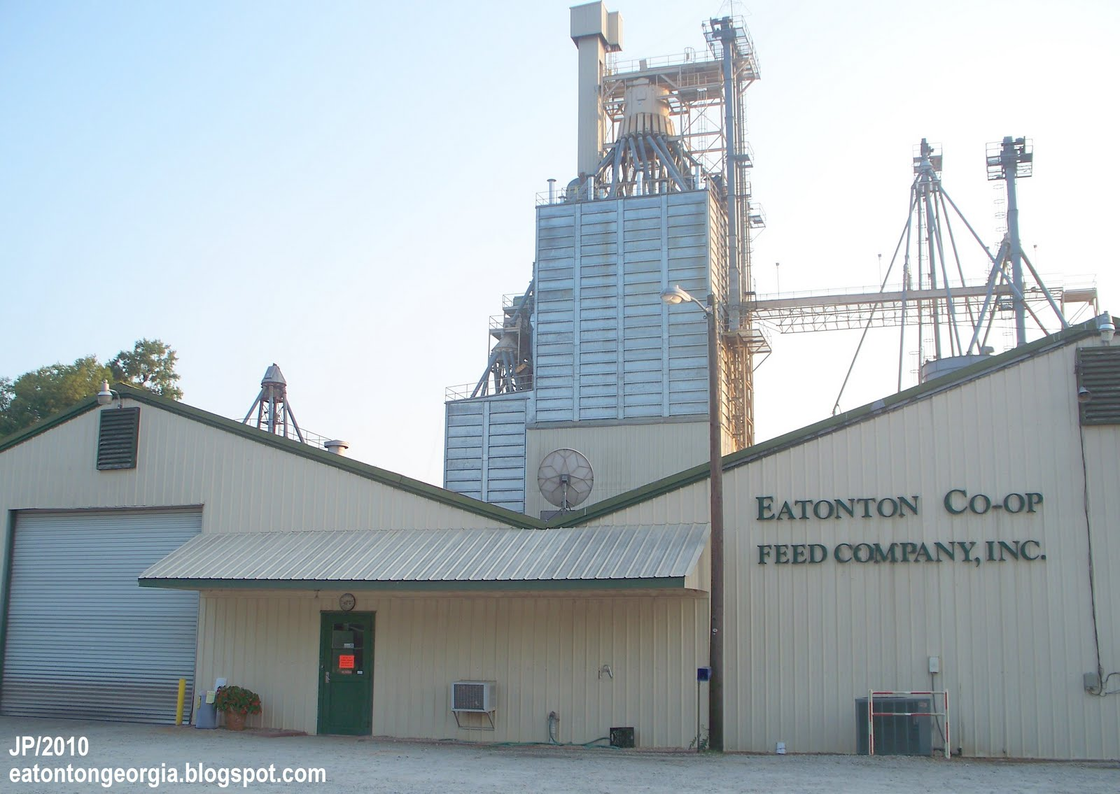 Eatonton georgia putnam co restaurant dr hospital bank church attorney city fire police dept for Colocation brighton