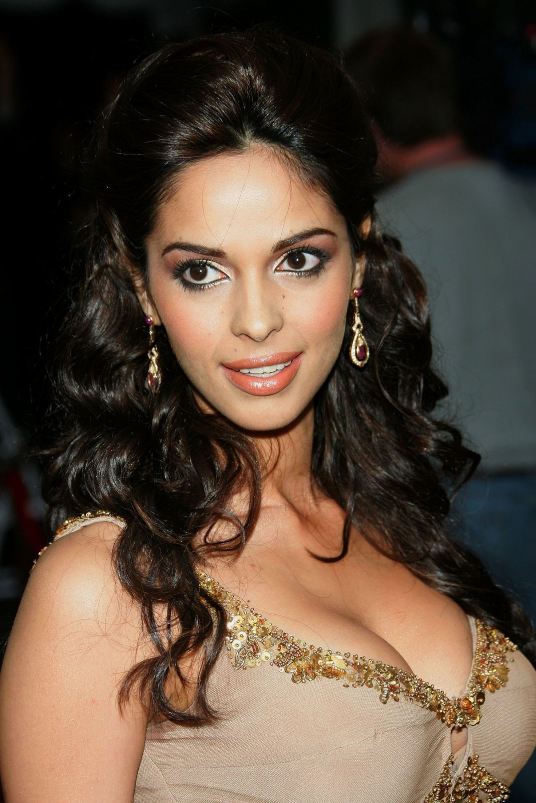 Mallika Sherawat Hot Boob cleavage and Navel Show